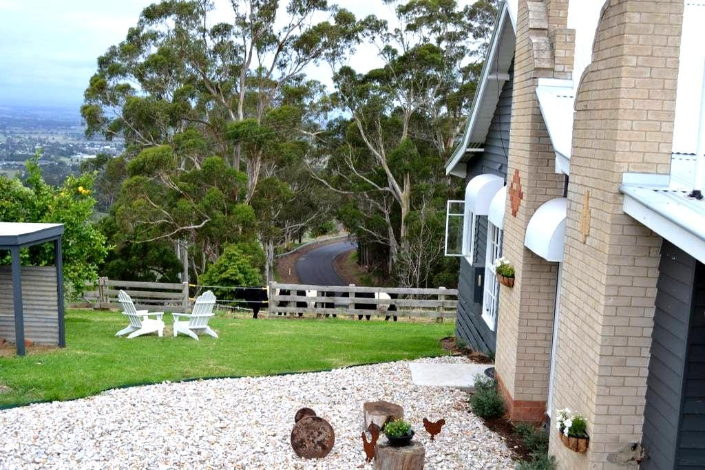 Clifden Cottage Farmstay - Yarragon - House