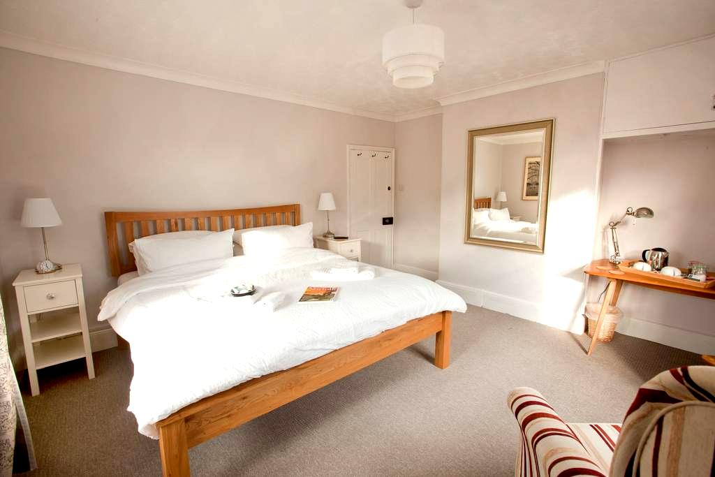 Bright, sunny room, INCLUDES COOKED BREAKFAST - Yaxham - Maison