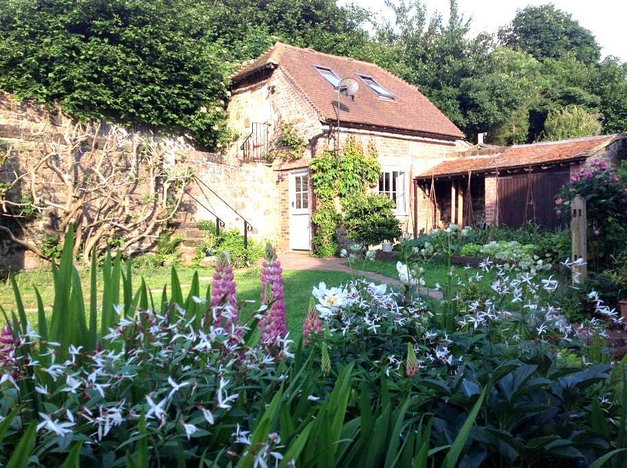The Granary - a stylish little country retreat - Byworth - Loft