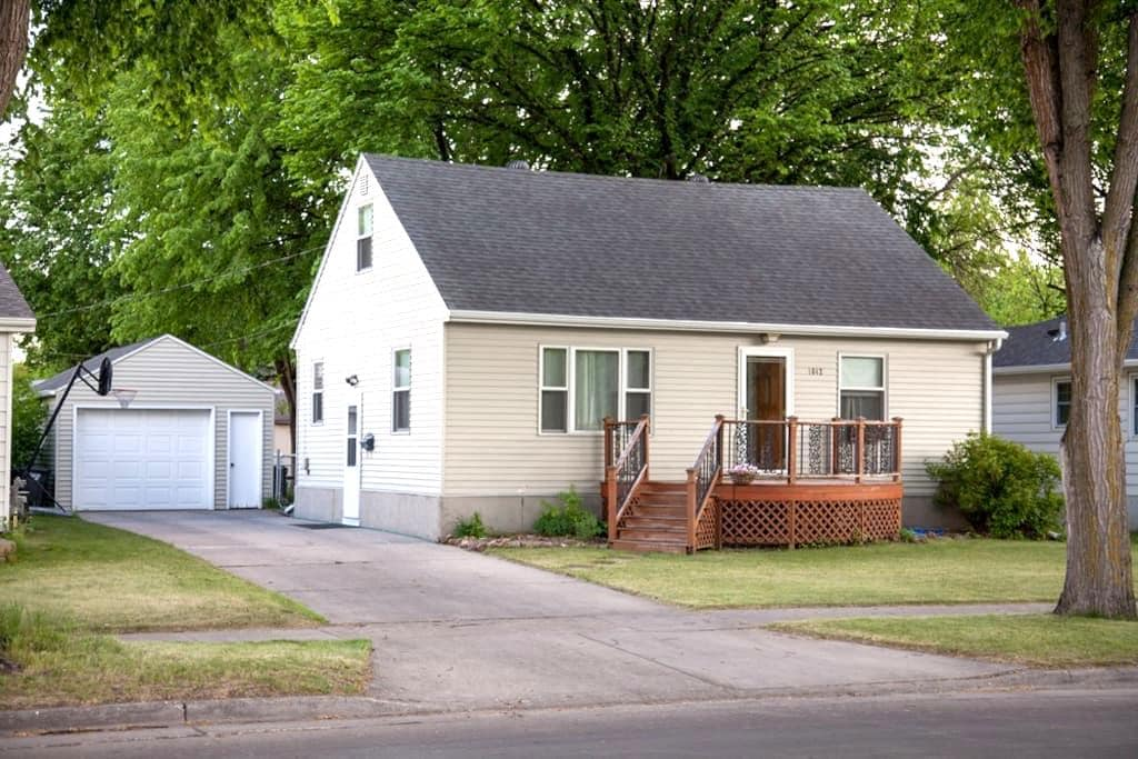 Cozy house in friendly, quiet neighborhood - Fargo - Huis