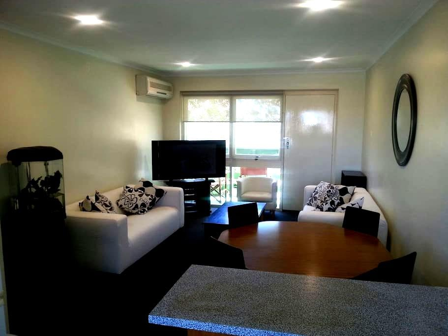Comfortable and Relaxing 2 bedroom unit at Glenelg - Glenelg North - อพาร์ทเมนท์