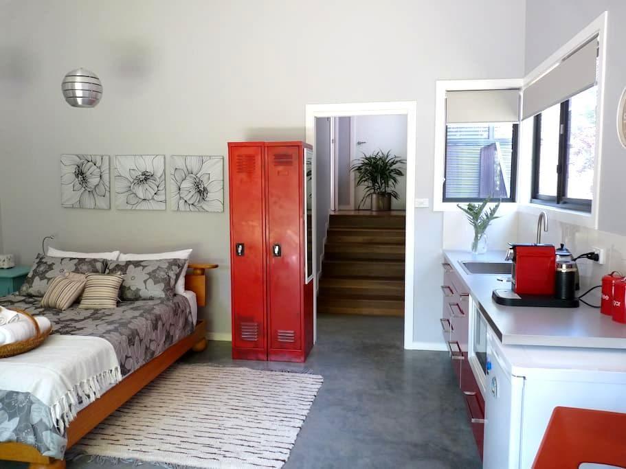 Studio Poroman - a hidden surprise - Weetangera, Canberra - Appartamento