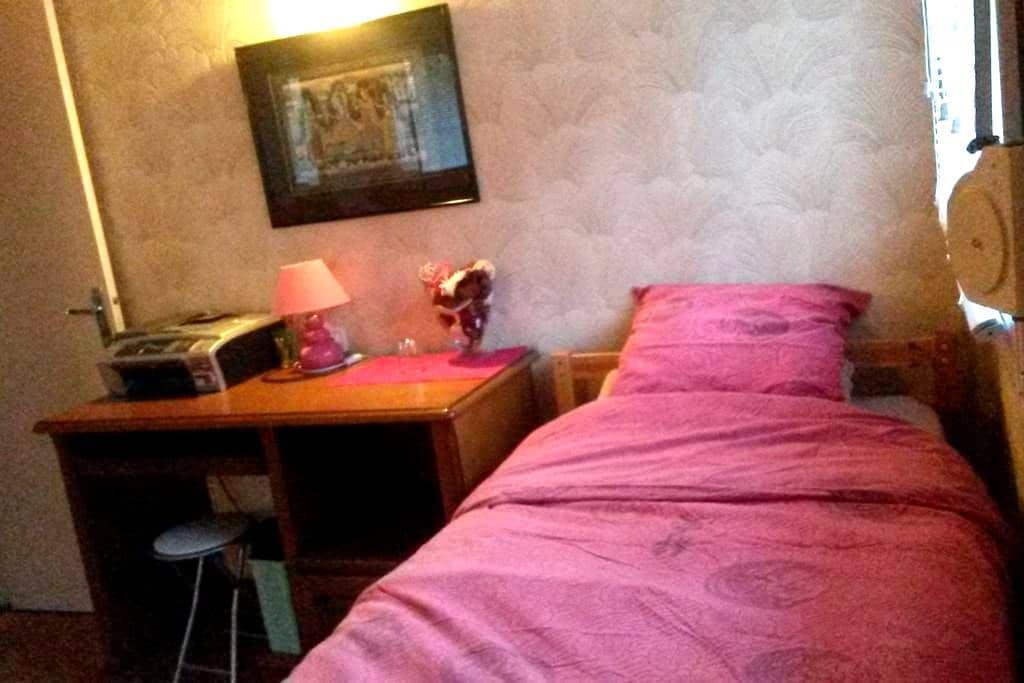 Une petite chambre confortable - Hayange - Hus