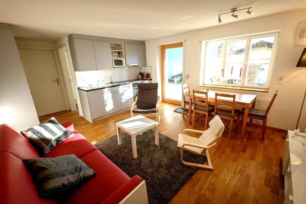 Holiday apartment close to the lake - Faulensee - Byt