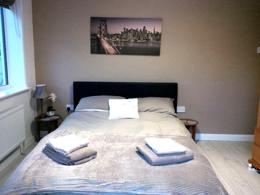 Refurbished groundfloor double room - Reydon - Bed & Breakfast