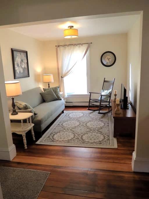Quaint Vermont Village Apartment 4 - Windsor - Appartement