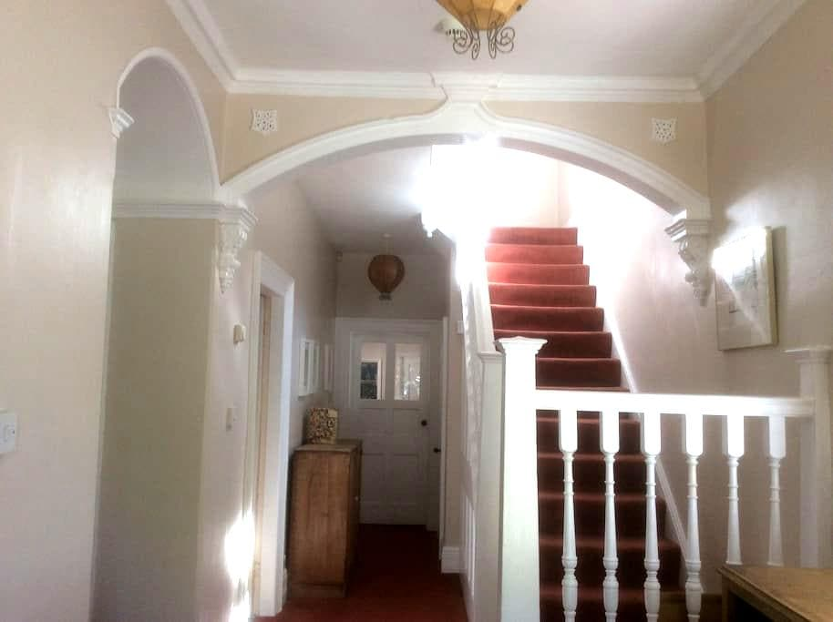 Large bright room on Unthank road. - Norwich - Huis