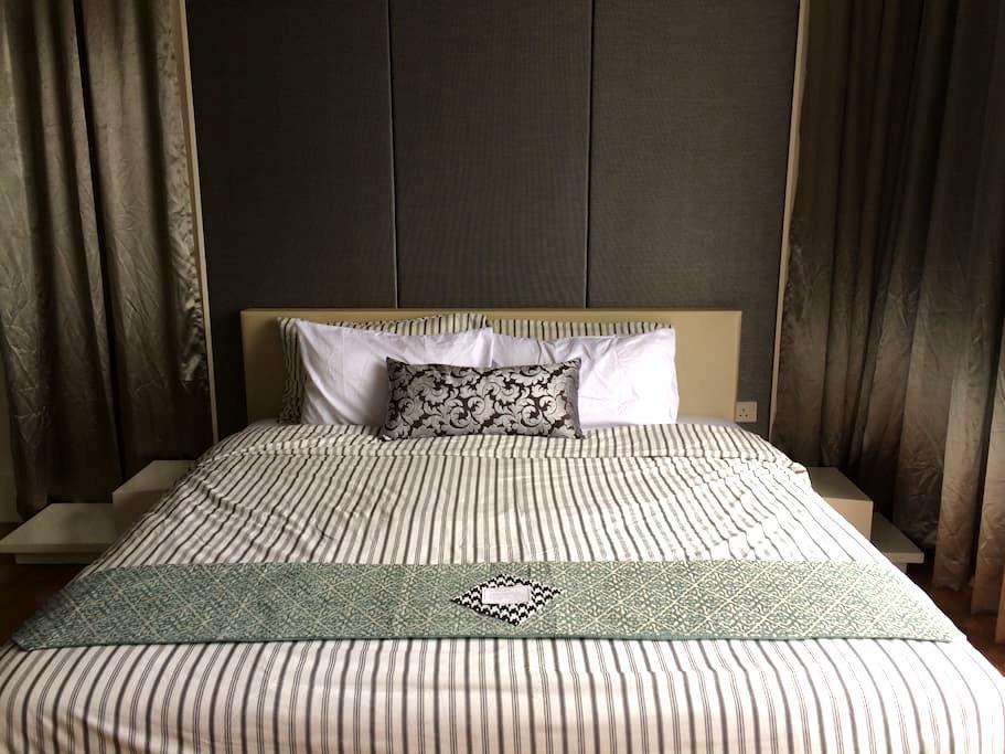 Sleek Contemporary Cosy Suite w Great Facilities - เปตาลิง จายา