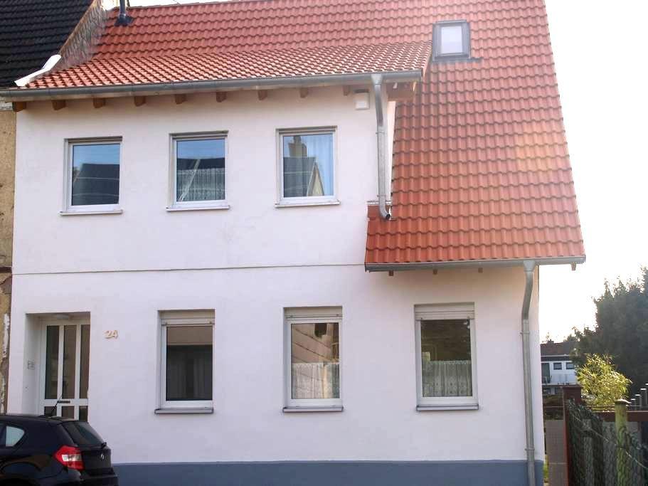 Schöne Wohnung in Bexbach - Bexbach - Departamento