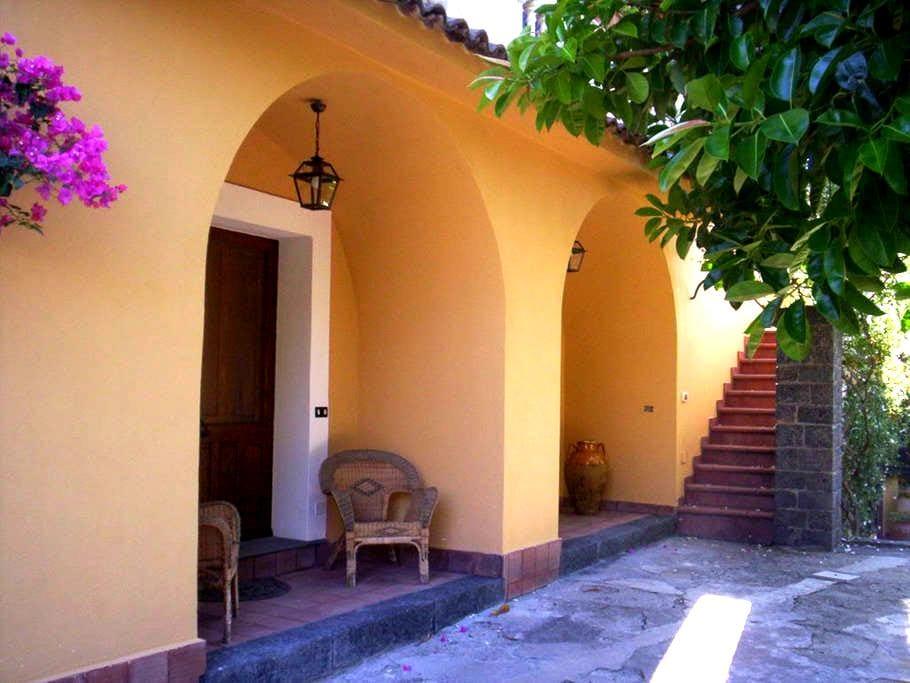 casa rurale immersa nel verde - Motta Camastra - Bed & Breakfast