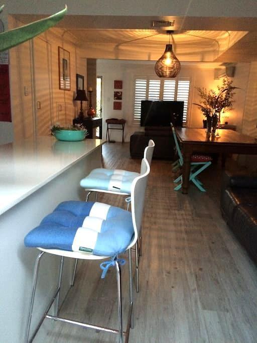 Kirra Beach Room $60 - Tweed Heads - Apartment