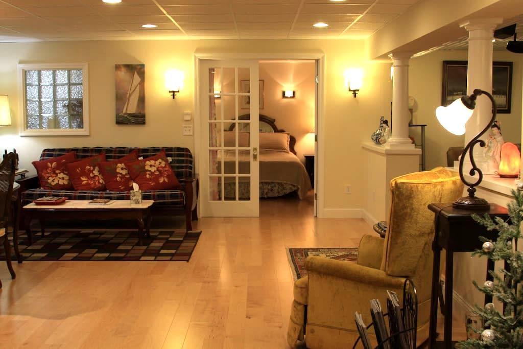 Elegant,Entire Suite, Private Entry - South Burlington - Hus