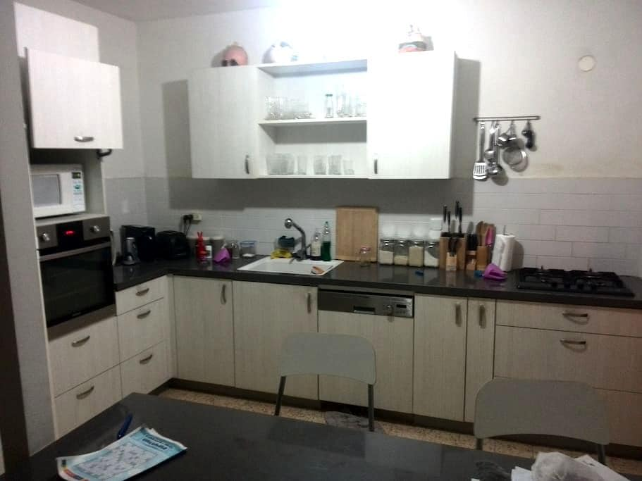 Flat with 3 bedrooms, living room & office - Rehovot - Leilighet