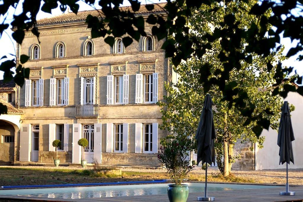 Château la Maronne - Chambre cocon - Mauriac - 게스트하우스