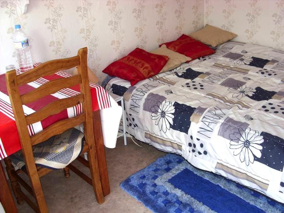 chambre simple  et agreable - Le Quesne - Casa de huéspedes