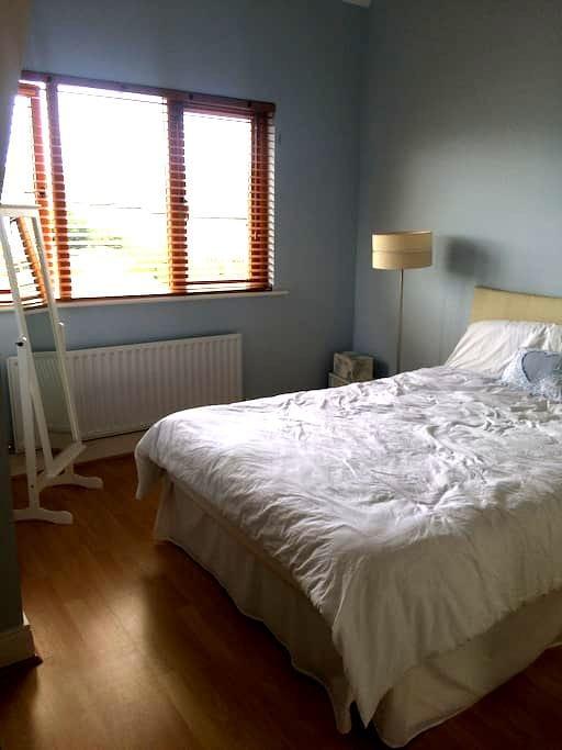 Cosy Top Floor 1 Bedroom with Private Bathroom - Ashbourne - Apartament