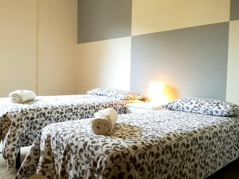 Beautiful bright room with 2 steps from the center - Bergamo - Appartement