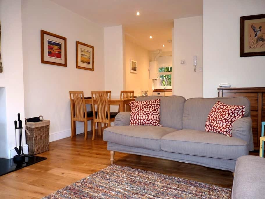 Lovely bright apartment in heart of Brockenhurst - Brockenhurst - Leilighet