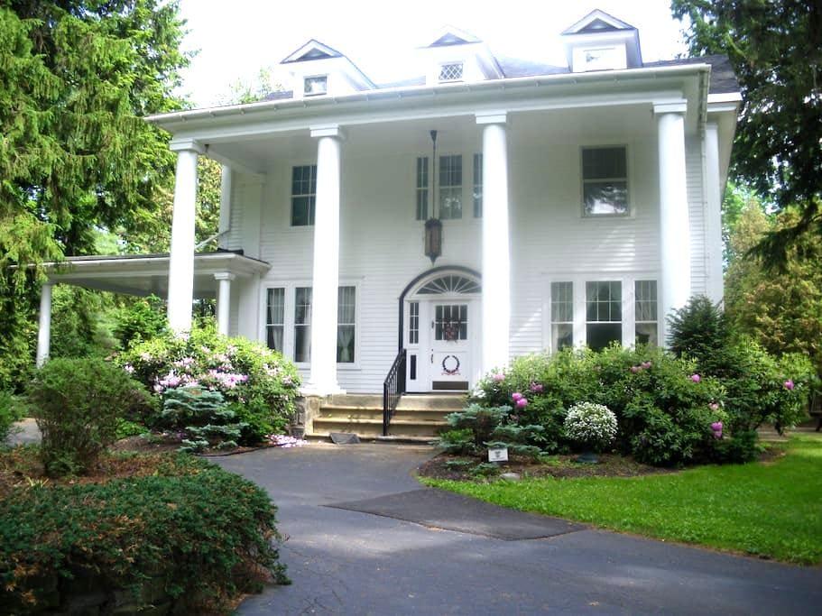 B-N-B Guest Room near Saratoga - Broadalbin - Bed & Breakfast