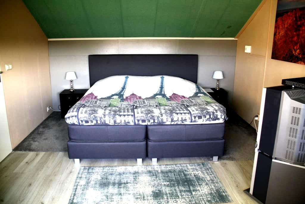 Large cosy (study)room upper level incl. two bikes - Heerhugowaard - Casa