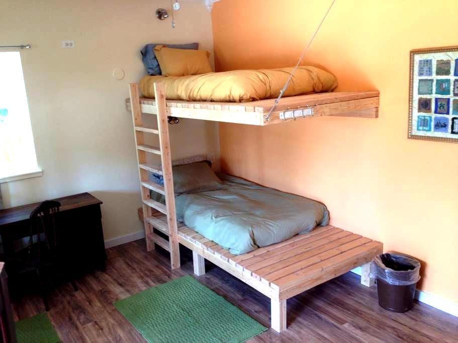 Mancos Inn - Dorm Room Bed 1 - Mancos - Общежитие