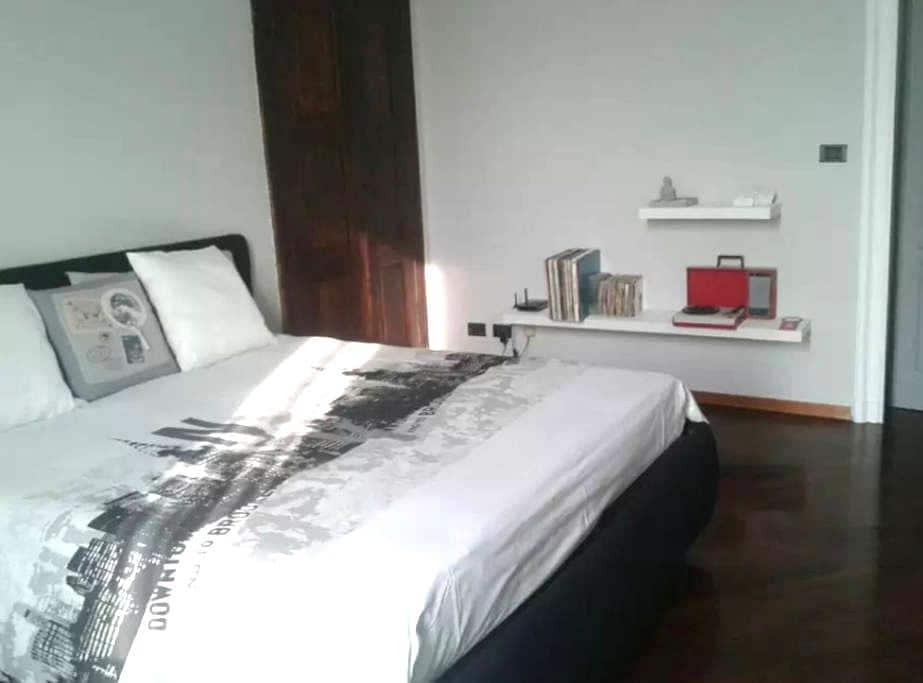 Elegante stanza matrimoniale - Vercelli - Dom