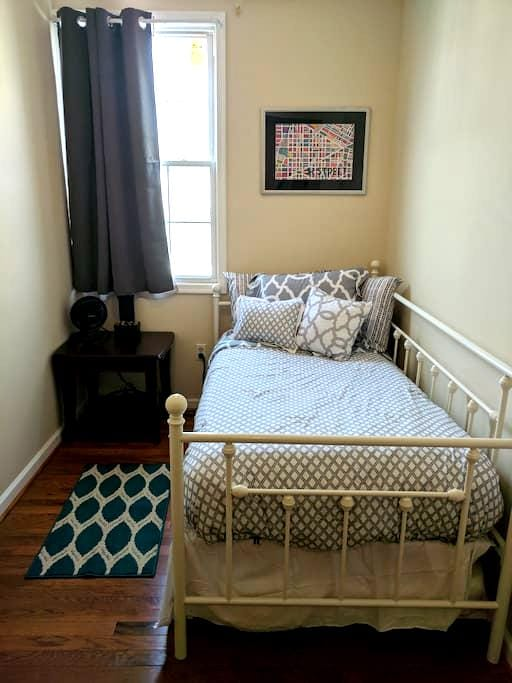 Comfy Room in the Heart of DC - Washington - Townhouse