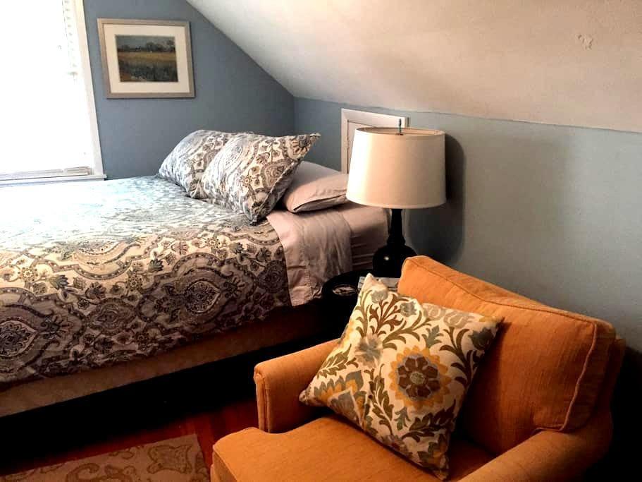 Cedar Cottage--Queen Bed - มิลวอกี้ - บ้าน
