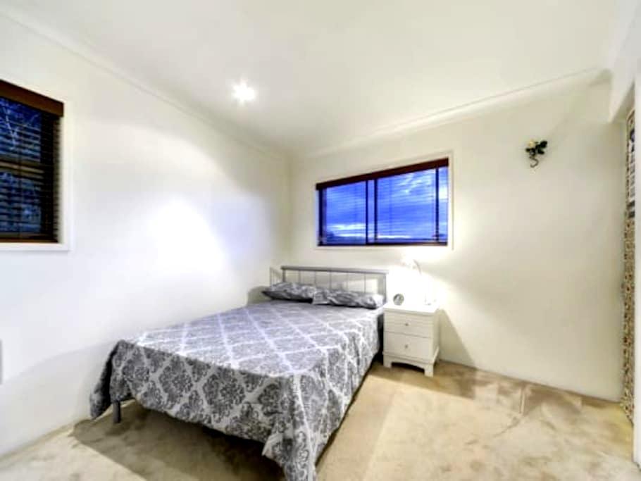 Halifax Double Bed - Adelaide - Apartemen