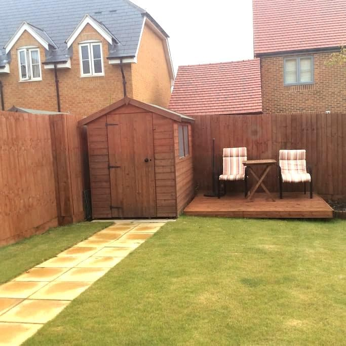 Speedway lovers and visitors to Corby - Northamptonshire - Appartement