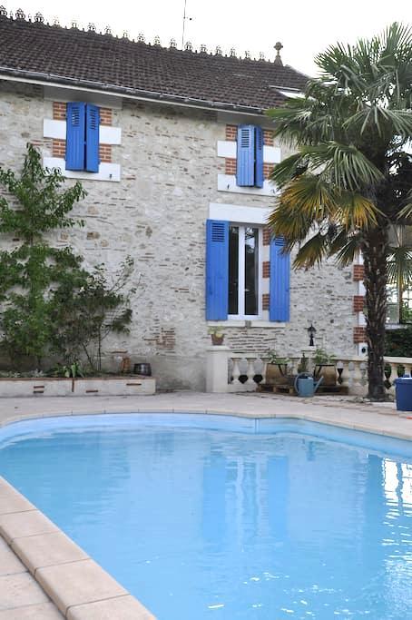 Cosy Studio, swimming pool and BBQ - Villeneuve-sur-Lot - Hus