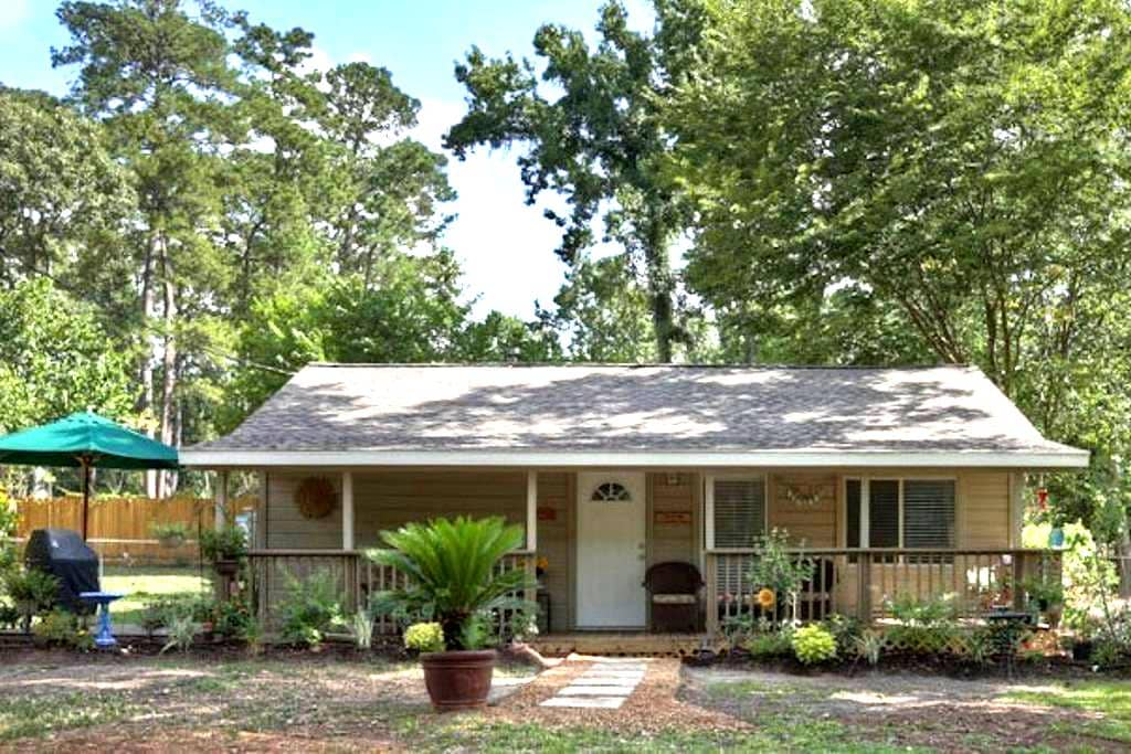 Country Cottage in The Woodlands - Conroe - Rumah
