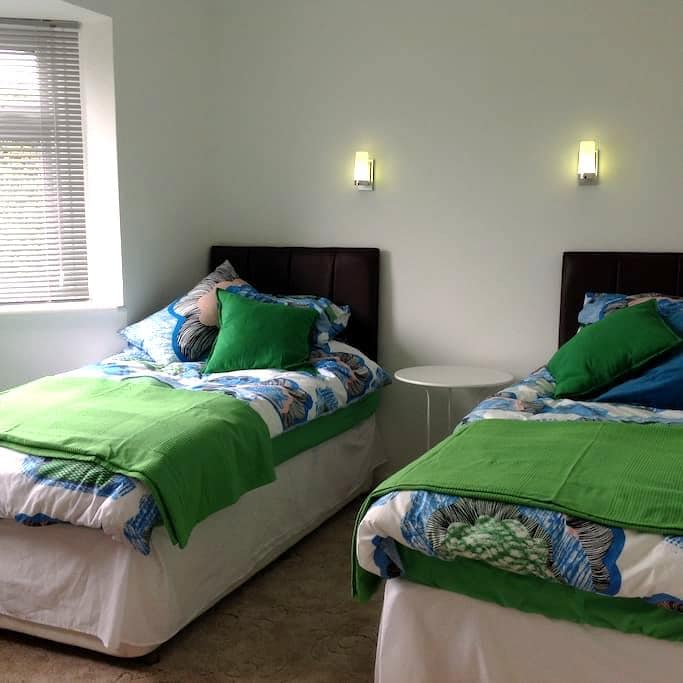 Comfortable Guest Room with own bathroom - Benson - Bungalow