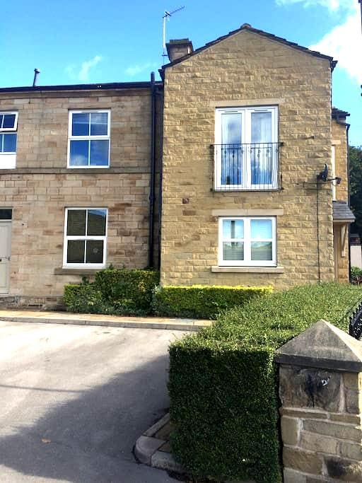 Great central base with free parking - Mirfield - Leilighet