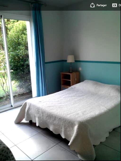 Agréable chambre au calme, ouvrant sur le jardin - Saint-Maur-des-Fossés - Hus