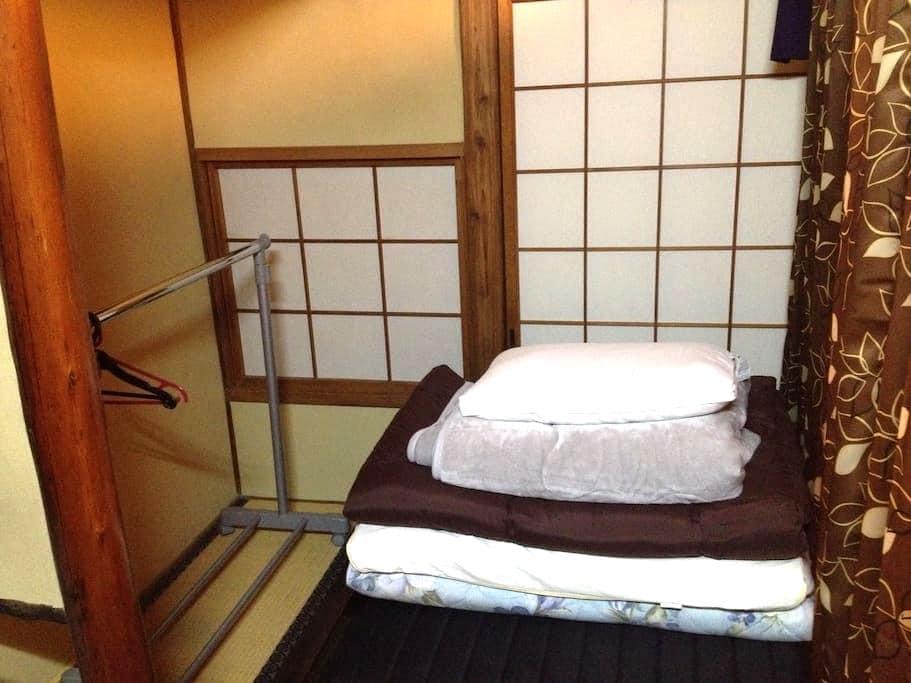 Men only single private space in living room Osaka - Ōsaka-shi - Aamiaismajoitus