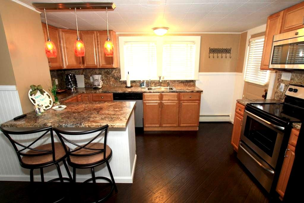 Darling Cozy Upscale Cottage, 15601 - Greensburg - Maison