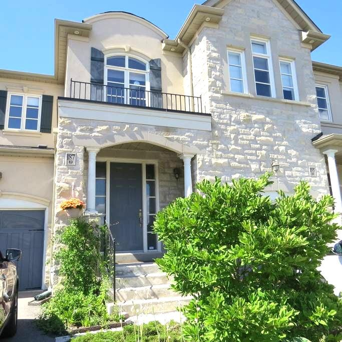 Private Bsmt. Apartment with free parking - Vaughan - Haus