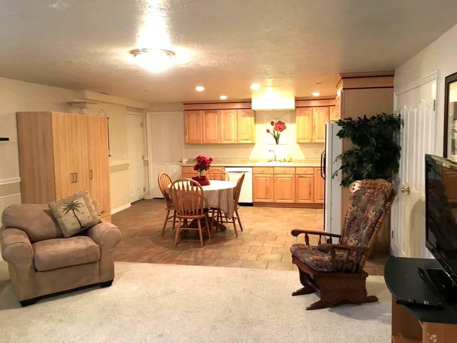 Roomy basement apartment near Thanksgiving Point - Highland - Appartamento
