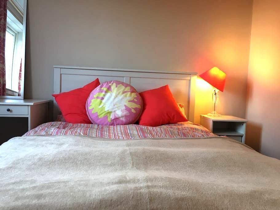 Cute, clean & fresh double room - Bearsden - Haus