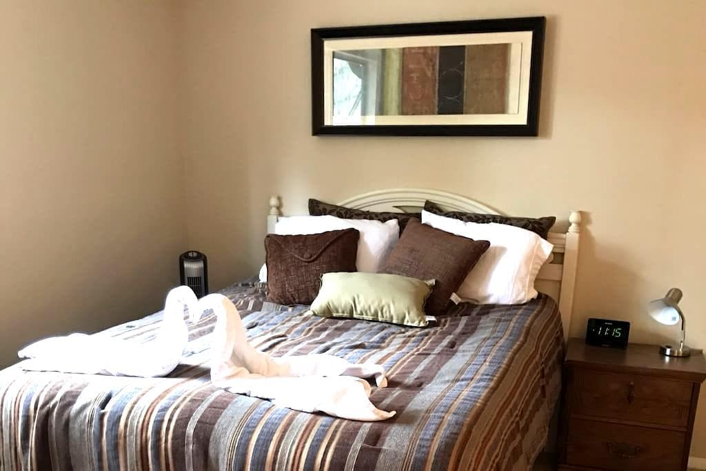 Comfy and Central Queen Bed - near UF! - Gainesville - Daire