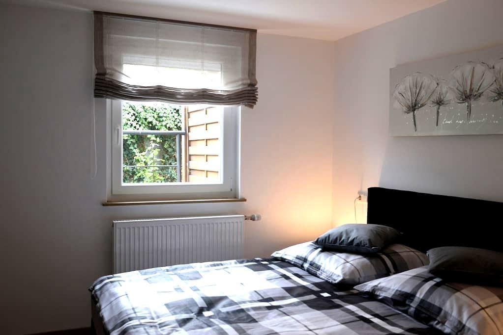 Neu renovierte 2,5 Zimmer EG Wohnung zentral - Oedheim - Casa