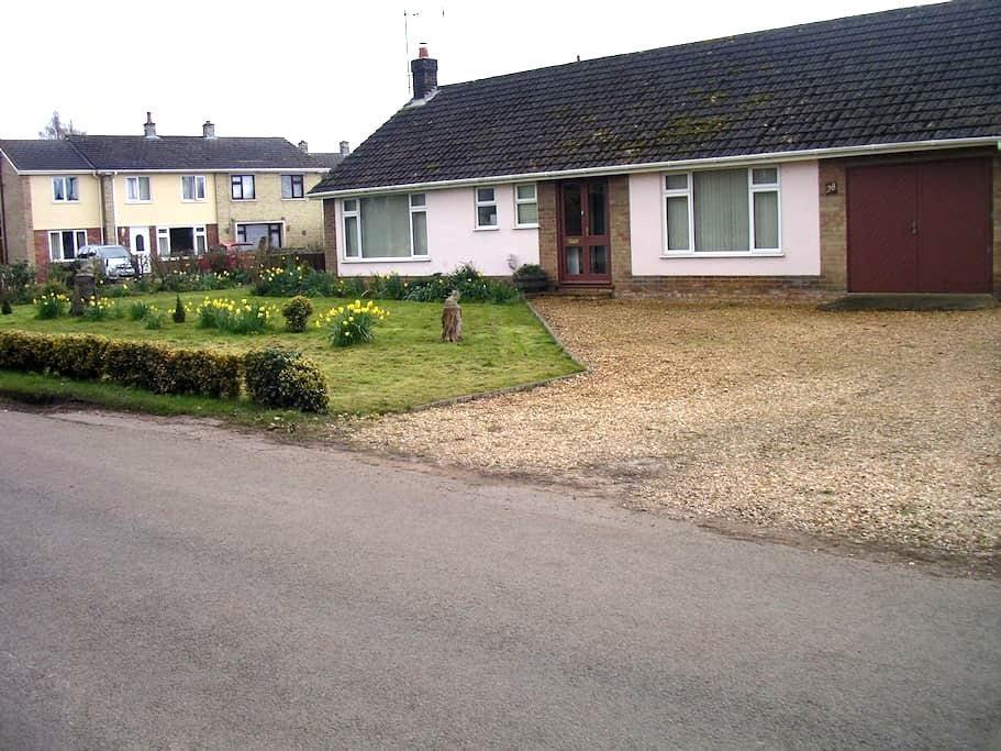 West Norfolk/Cambs border - West Walton, Wisbech - West Walton - Bungalow