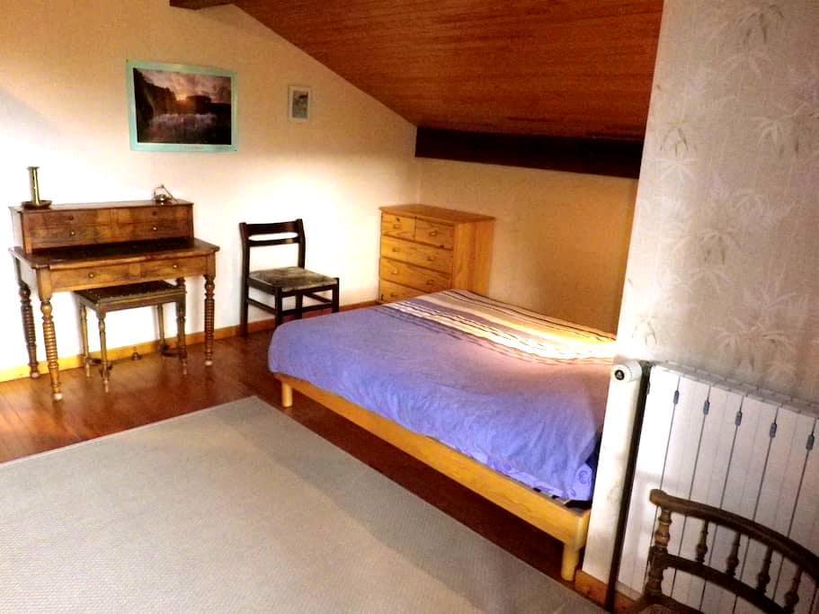Chambre accueillante au deuxieme étage - Séez - 獨棟