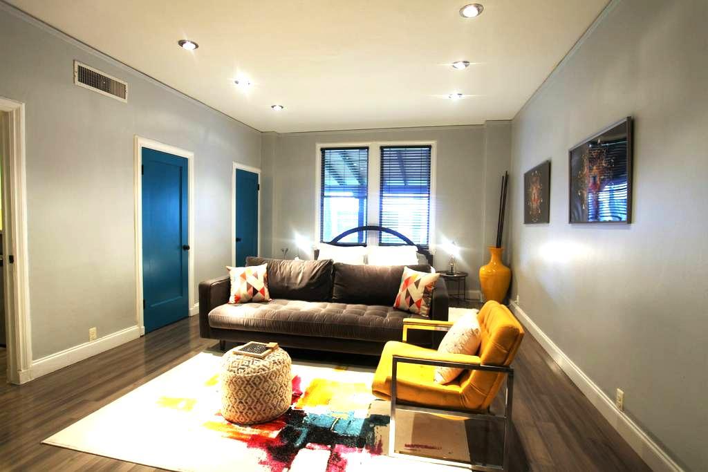 Vibrant Historic Studio in Uptown - Dallas - Apartment