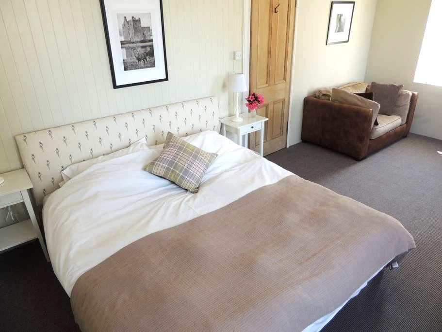 Welcoming B & B former Hunting Lodge Loch Lomond#1 - West Dunbartonshire