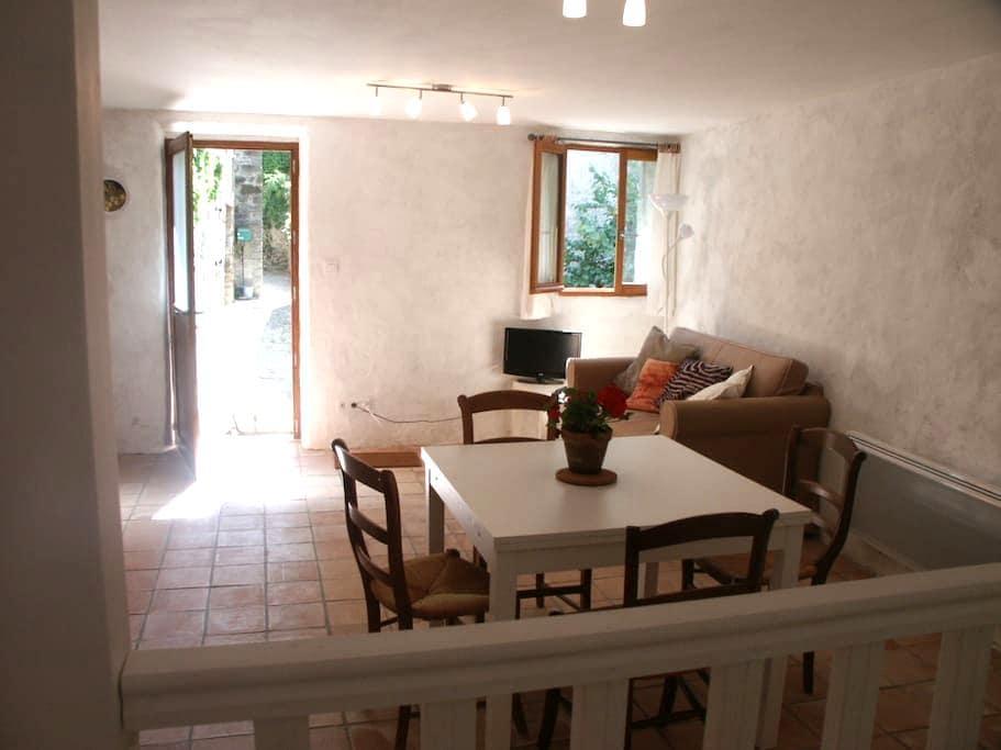 Apartment in historic village  - Termes - Lägenhet