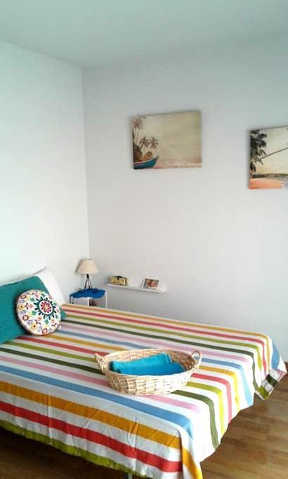 Dazzling room in painters´s house. - Layos - Condominium