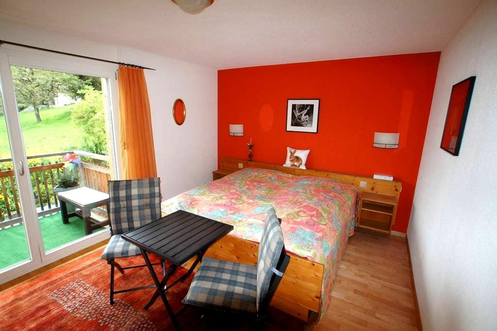 Guestroom with privat bath and balcony - Sigriswil - Daire