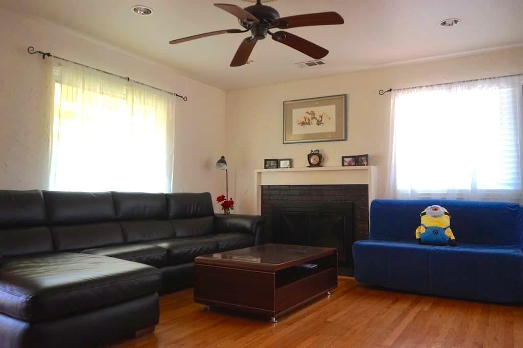 Comfy Queen Bedroom in East Bay w/ WiFi & parking - San Leandro - House